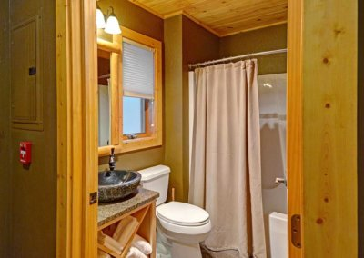 Cabin 46R - Bathroom 1