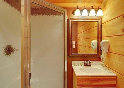 Cabin 46R - Loft Bathroom