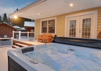 Cabin 5 - Deck & Hot Tub