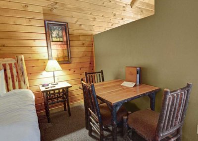 Cabin 50L - Dining Table